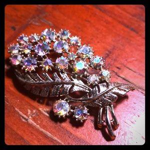 Vintage brooch with Arita Borealis stones
